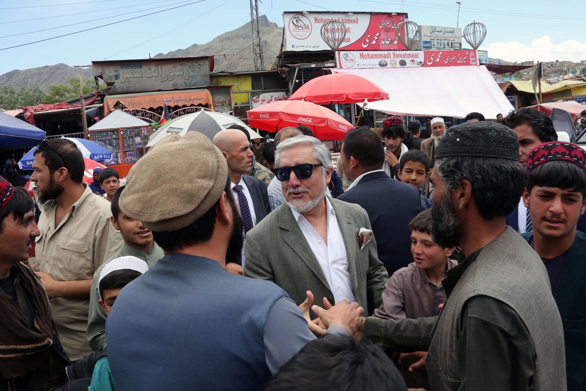 حضور داکتر عبدالله در بازار چهلستون + تصاویر
