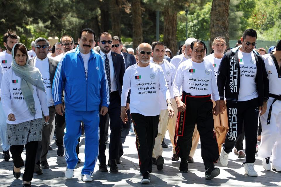 رئیس جمهور غنی با ورزشکاران کشور عید مبارکی نمود + تصاویر